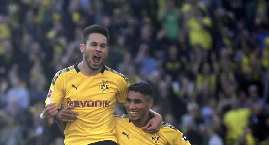 Guerreiro célèbre son but face au Leverkusen