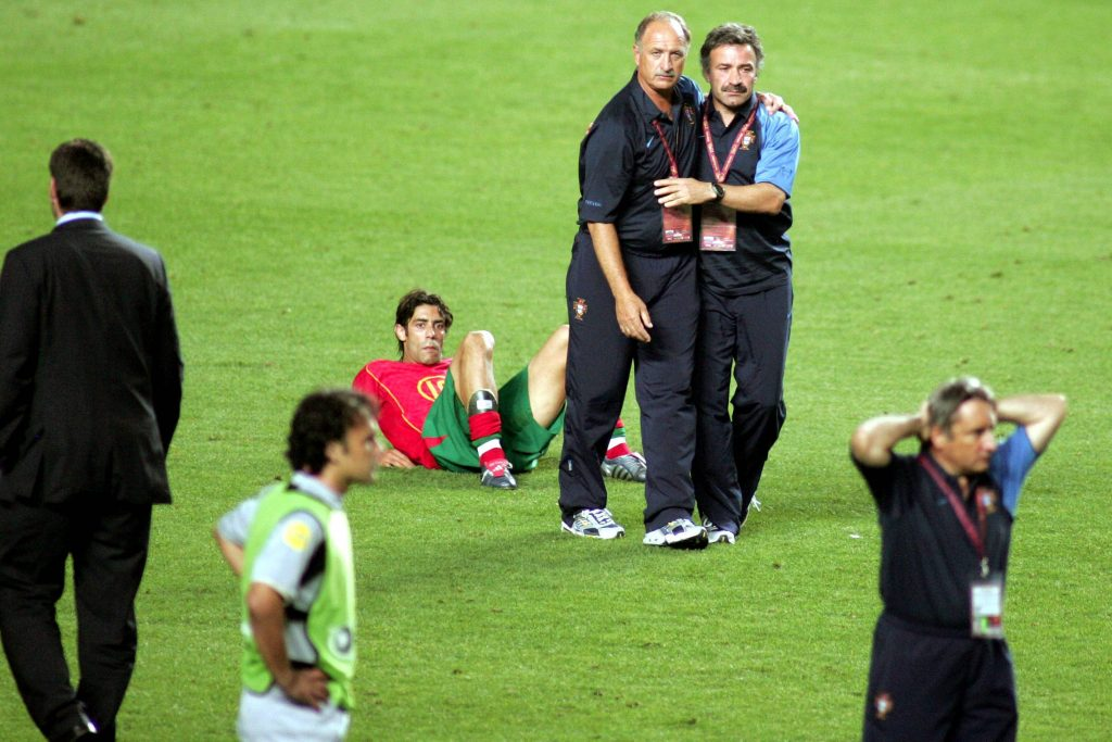 Rui Costa après le coup de sifflet final contre la Grèce en 2004