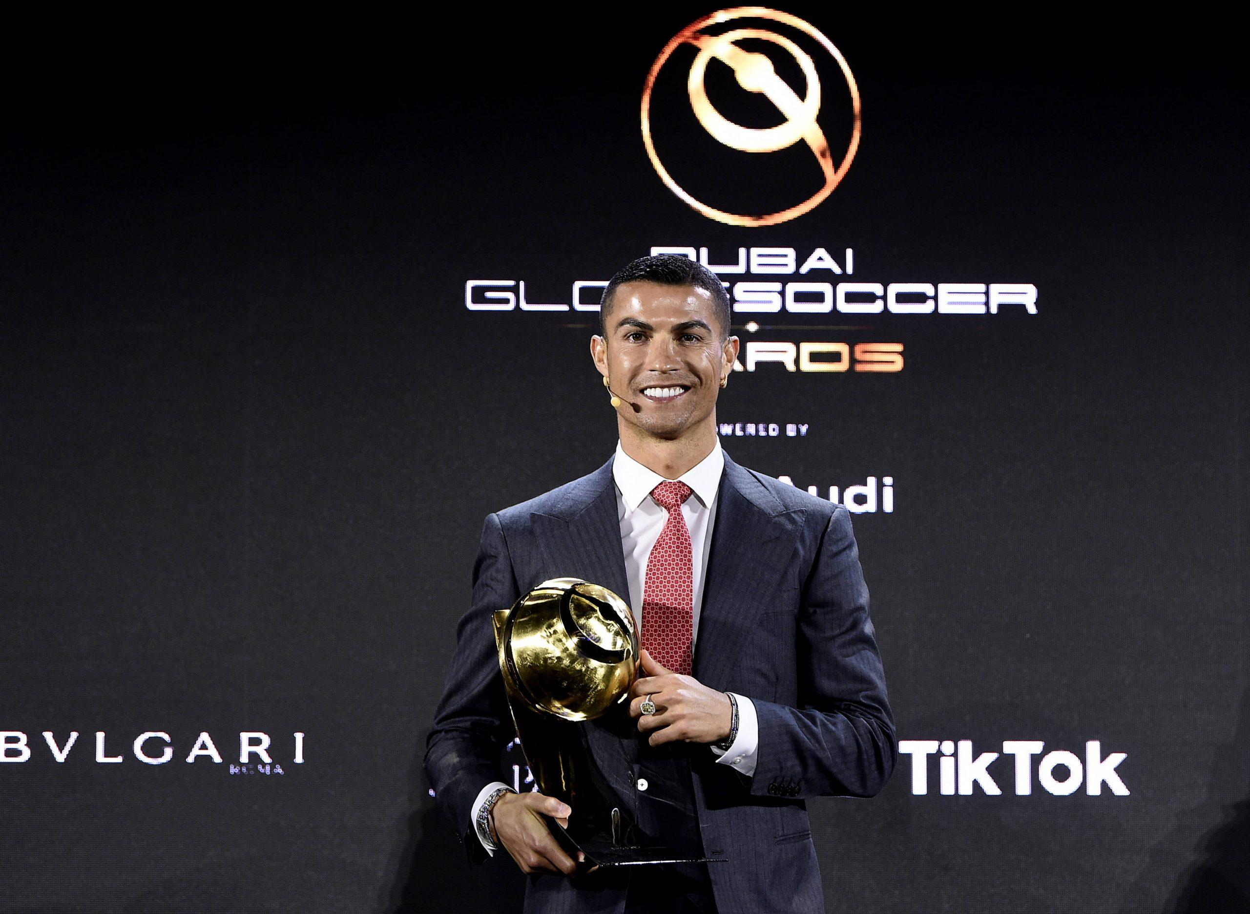 Cristiano Ronaldo ( CR7 ), meilleur joueur du siècle