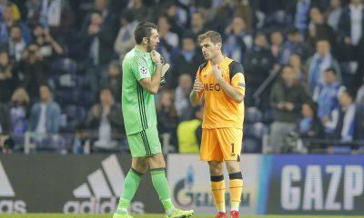 Buffon et Casillas lors de Juventus vs FC Porto