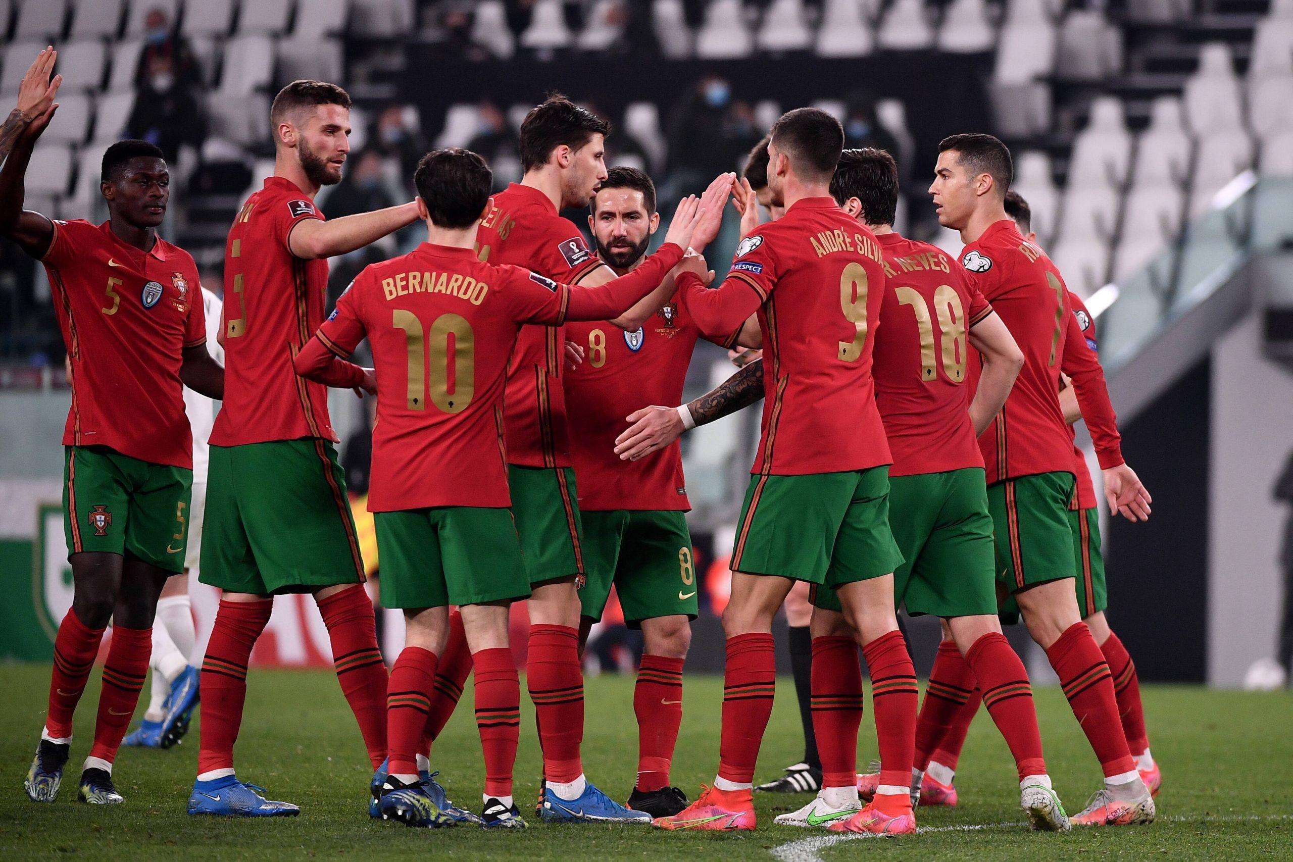 Les joueurs du Portugal célèbrent après que Maksim Medvedev de l'Azerbaïdjan ait marqué contre son camp le but de 1-0 pendant la Coupe du Monde de la FIFA
