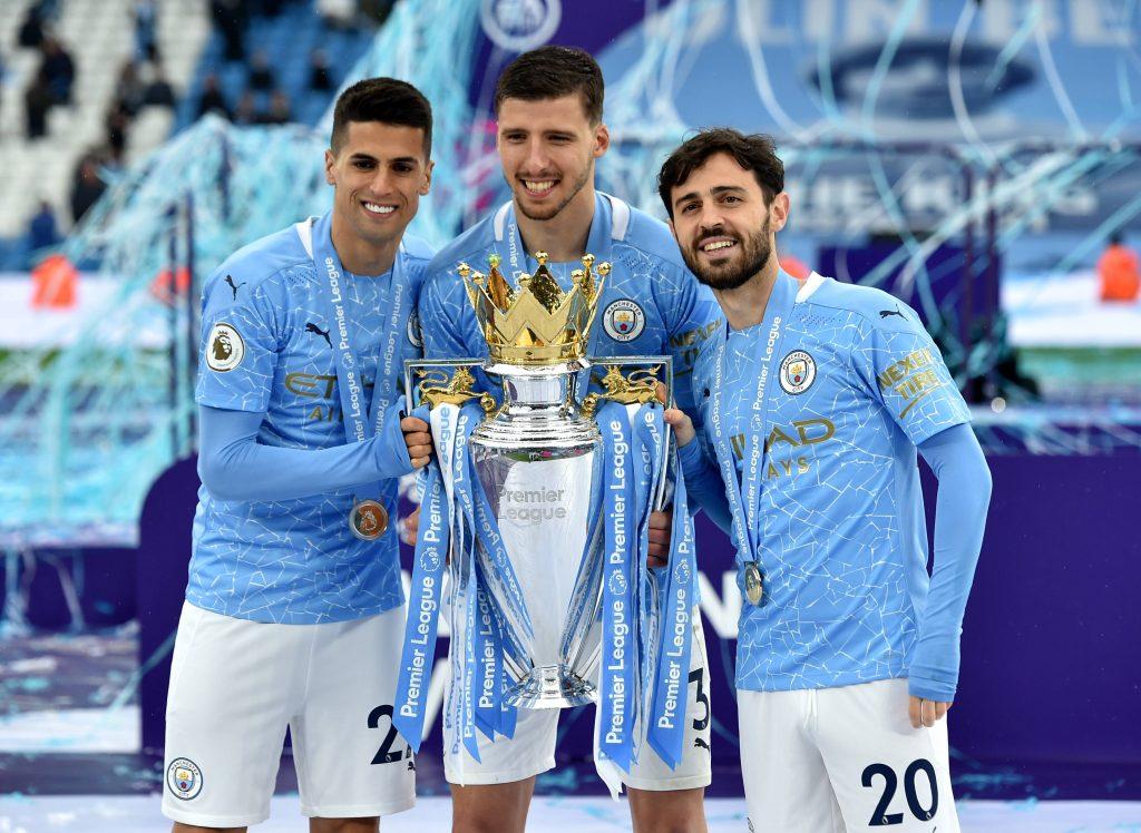 Joao Cancelo, Rúben Dias et Bernardo Silva avec la Premier League