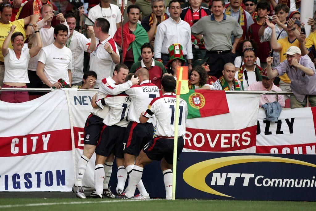 L'Angleterre célèbre le but de Michael Owen en quart de finale.