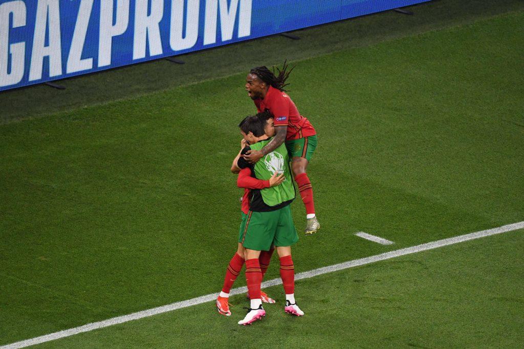 Renato Sanches célébrant le but de Cristiano Ronaldo face à la France